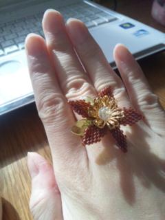 赤い花の指輪